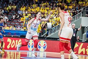 Je tam! Renáta Březinová právě slaví jednu ze čtyř přesných trojek proti Švédsku.