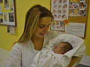 MATYÁŠ ČERVINKA, tak pojmenovali své miminko manželé Klára a Tomáš Červinkovi z Potštejna. Chlapeček se narodil 13. října v 16:56. Vážil 3050 g a měřil 49 cm. Tatínek byl u porodu bezvadný, maminku podporoval a pomáhal jí. Doma se těšila Natálka (3 roky).