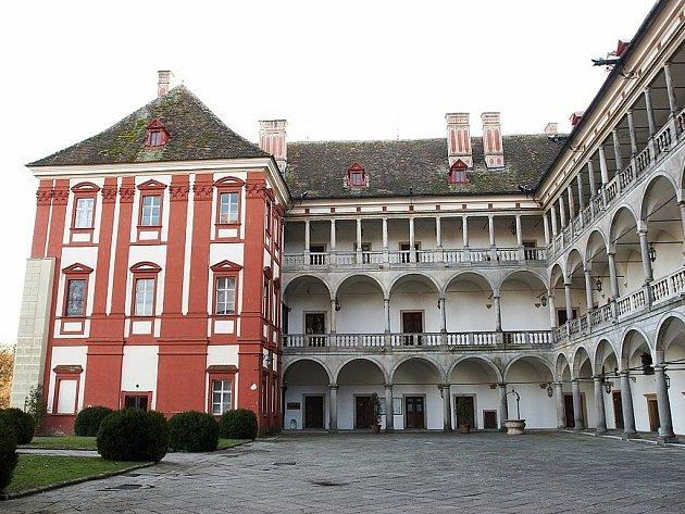 Opočenský zámek láká turisty, ale i svatebčany.