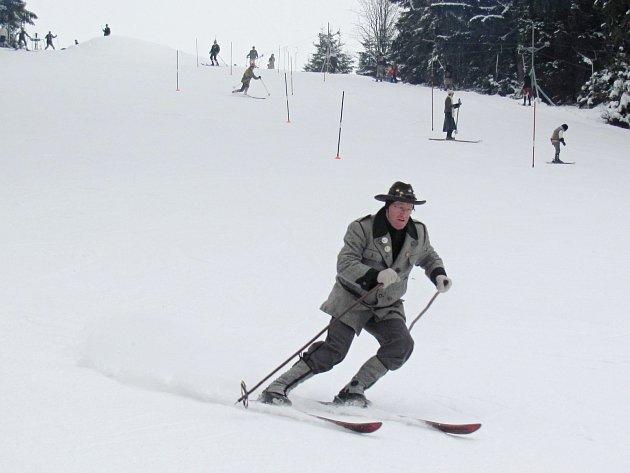 Na sjezdovce u chaty Juráška v Olešnici v Orlických horách se uskutečnil 6. ročník Mistrovství České republiky v historickém lyžování.