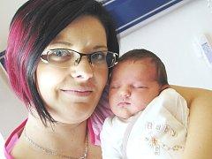 VANESA MYŠÁKOVÁ, tak se jmenuje první potomek Šárky Mikeskové a Vladimíra Myšáka z Polomi. Když se 18. září ve 23.00 hodin narodila, vážila 3,26 kg.