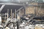 Požár střechy domu v Nádražní ulici.