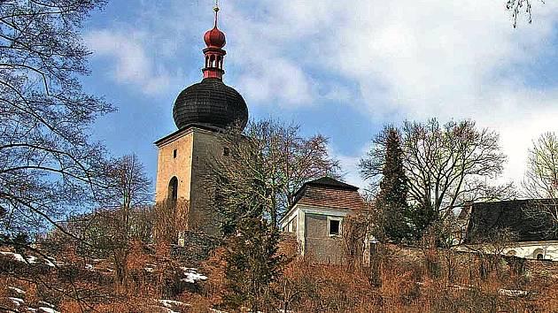 zvonice u kostela Panny Marie v Opočně.