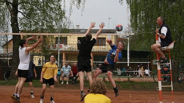 V Česticích hráli o vepřové speciality