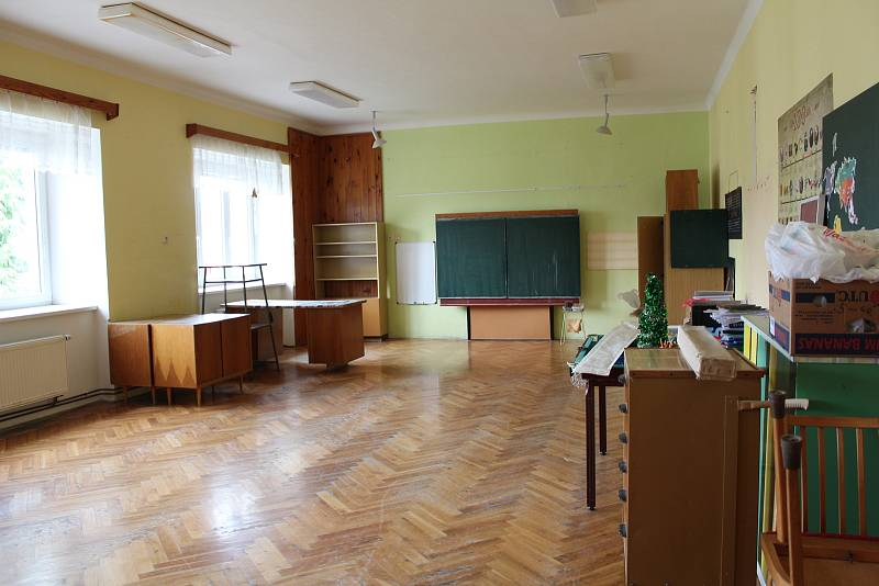 Stará škola a stará učebna.