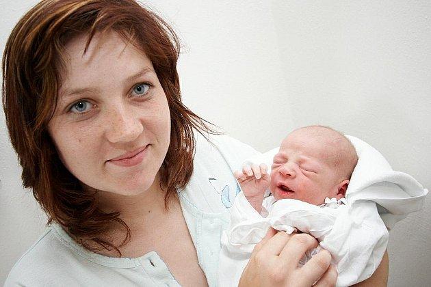 VOJTĚCH: Veronika Postlerová a Jaroslav Jiroušek přivedli na svět syna Vojtěcha Jirouška. Ten se narodil 22. 7. v 17.28 hodin (3,53 kg a 50 cm). Tatínek byl u porodu a vše zvládl výborně. Těší se bratr Jaroslav.