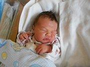 JAN ŠKOP se narodil 12. prosince 2018 v 11.18 hodin s váhou 4 300 g a délkou 52 cm. Z miminka se těšili rodiče Martina Száková a Rostislav Škop a bratr Rostislav z Týniště nad Orlicí. Tatínek byl u porodu obrovskou oporou, přestřihl pupeční šňůru.