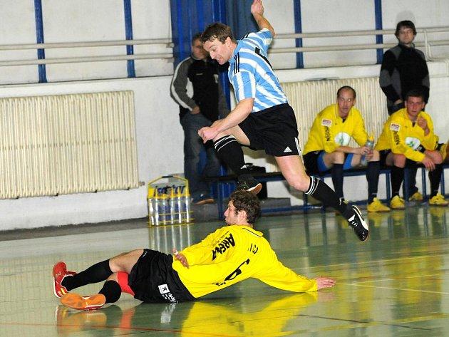 Šest gólů ve dvou zápasech vstřelil Kamil Kaplan a pomohl tak Bombám k tyči k zajištění účasti ve čtvrtfinále celostátní ligy.