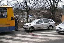 Při střetu linkového autobusu s osobním vozidlem se naštěstí nikomu nic nestalo.