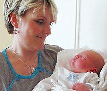 ANDREJ TÓTH: Manželé Helena a Peter Tóthovi ze Skuhrova se radují ze syna. Narodil se 5. 3. v 5.02 hodin (3,93 kg a 52 cm). Na brášku se těšil Tadeáš s Anitkou.