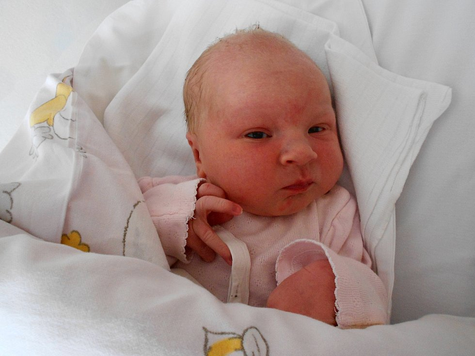 MARKÉTA MARKOVÁ poprvé spatřila světlo světa 27. května v 18.30 hodin. Měřila 52 cm a vážila 3640 g. Potěšila své rodiče Anetu a Luboše Markovy z obce Bystřec. Tatínek byl u porodu zkrátka úžasný.