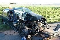 Ženu v autě značky Škoda Fabia oslnilo slunce a narazila do zadní strany nákladního auta.