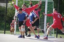 Z utkání I. ligy v národní házené Dobruška - Krčín (muži) a Dobruška - Přeštice (ženy).