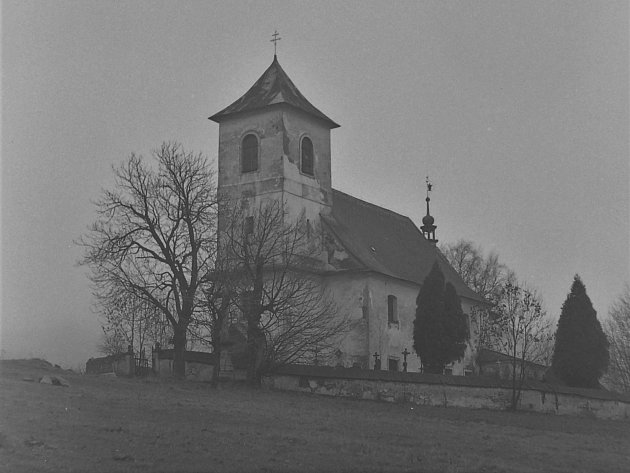 Kostel svatého Jana Nepomuckého ve Vrchní Orlici vznikl zpohřební kaple vletech 1708až 1712.Dodnes se dochovaly pouze lavice a nepatrné zbytky zařízení na kruchtě. Vposledních letech je tradicí, že na svátek patrona kostela (květen) se zde koná mše.
