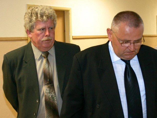 Obžalovaný Jan Ledvina (na snímku vlevo)