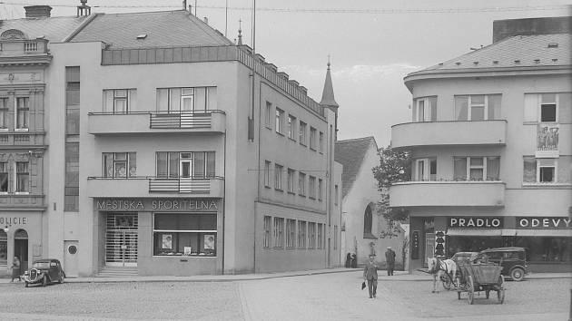 Jak jsme žili v Československu: Městská spořitelna Rychnov nad Kněžnou.