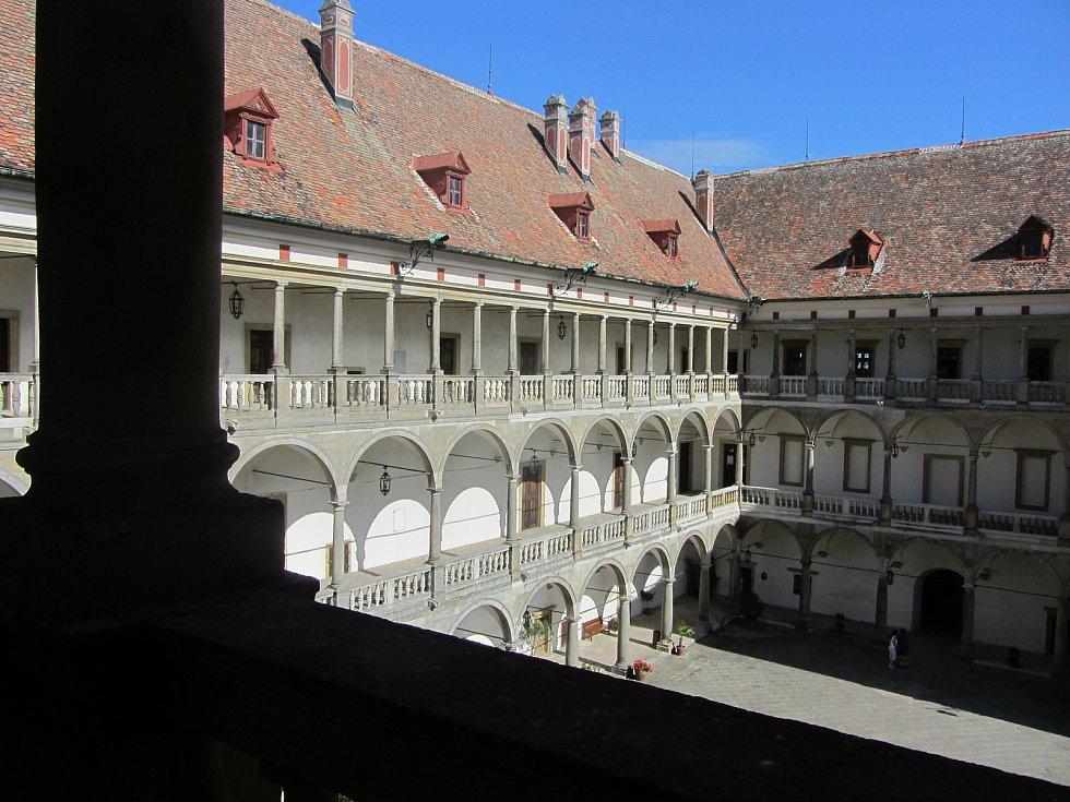 Z druhého patra opočenského zámku.