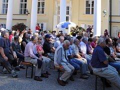 V KRÁSNÉM PARKU NÁLEŽEJÍCÍMU k Novému Zámku v Kostelci nad Orlicí se o víkendu konal třetí swingový festival.