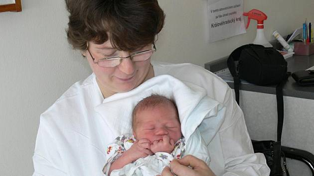 LUKÁŠEK: Rodiče Anna a Miloš Kubrtovi z Dobrušky přivedli na svět syna Lukáše. Ten se narodil 17. 2. v 15.19 hodin (3,22 kg a 50 cm). Tatínek byl u porodu a zvládl to dobře. Doma na brášku čekají sourozenci Josef s Kristýnou.