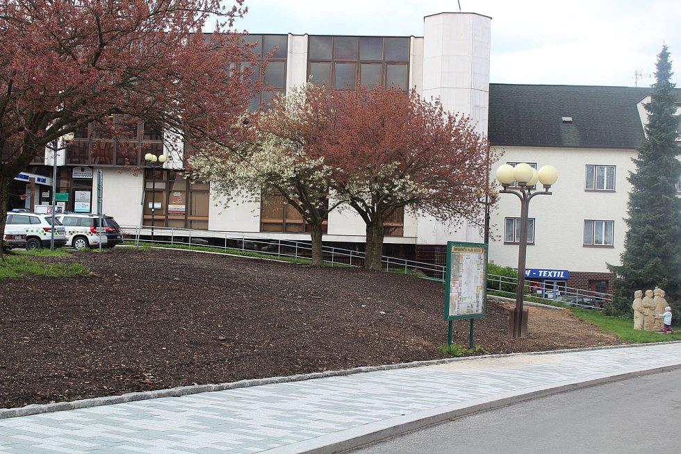 U Společenského centra po rekonstrukci