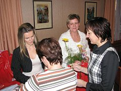 Slavnostní ocenění dárců krve v rychnovském hotelu Panorama. Kulturní program připravila Sarabanda.