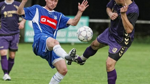 V oboustranně nadprůměrné, nesmlouvavé a napínavé bitvě dvou nejlepších týmů elitní krajské soutěže zvítězili  fotbalisté Týniště nad Orlicí nad lídrem ze Lhoty pod Libčany 2:1.
