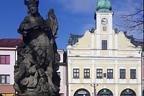 Připomeňme si památky rychnovského náměstí.