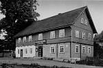 Místní hostinec s ubytováním, využívaný především v zimních měsících, kdy se tu hojně lyžuje. První lyžařský závod byl v Sedloňově uspořádán v únoru roku 1897.