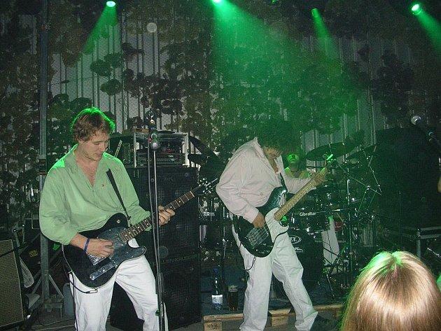 Kapela Wohnout přijela v sobotu 5. dubna do týnišťského klubu Hala.