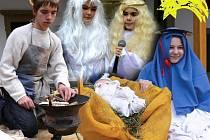 V živém betlému  na prvním nádvoří Kolowratského zámku se během víkendových adventních trhů v premiéře představily děti z rychnovského Domu dětí a mládeže.  Vystoupili zde zpěváčci, děti z dramatického kroužku i starší instruktoři.