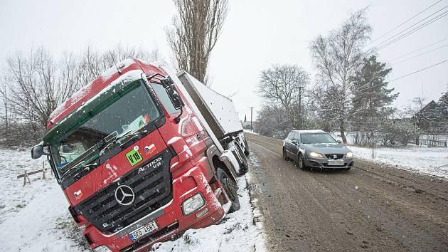 Sníh pokryl celý kraj a působil i dopravní koplikace
