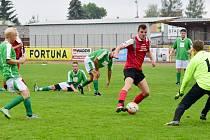 Rychnovský kanonýr Roman Kubec (na snímku s míčem v utkání s týmem SK Dobré) zaznamenal ve Slatině pět branek!