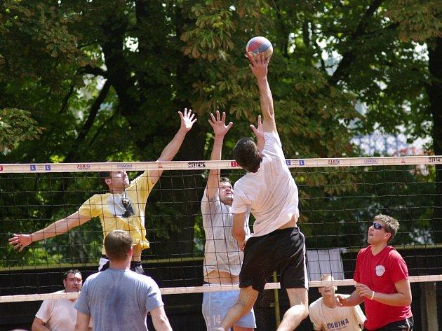 Osmačtyřicátého ročníku dvoudenního turnaje se zúčastnilo 37 týmů. Smíšená družstva startovala teprve potřetí.