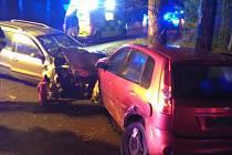 Při srážce aut v Číčové se zranili dva lidé.