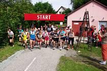Na start 31. ročníku Přespolního běhu areálem zdraví v Cháborách u Dobrušky se postavila téměř stovka běžců