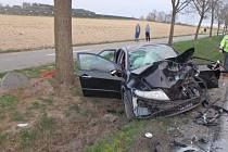 Dopravní nehoda u Solnice si vyžádala čtyři zranění. Hasiči museli vyprošťovat.