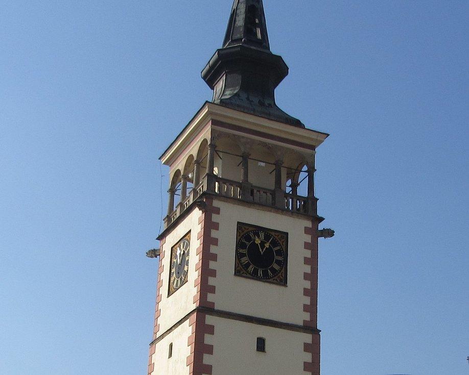 Radniční věž v Dobrušce.