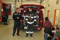 Žáci Základní školy a Praktické školy v Rychnově nad Kněžnou, ul. Kolowratská. na návštěvě u hasičů