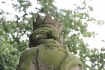 Rovnal soše svatozář? Hříšníka policisté na místě dopadli.