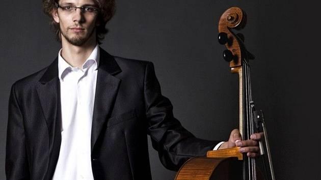 Violoncellista Ivan Vokáč.