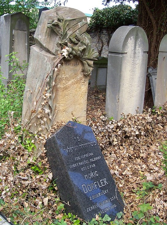 Z židovského hřbitova.