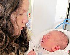ANTONÍN BERÁNEK: Rodiče Aneta Michalcová a Petr Beránek z Borohrádku přivedli na svět syna. Narodil se 29. května ve 3.12 hodin, kdy mu navážili 3,36 kilogramů a naměřili 51 centimetrů.