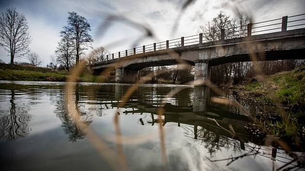 Z 868 mostů ve vlastnictví kraje je 735 ve stavu I-IV, ve špatném stavu je stovka mostů, ve velmi špatném 31 a v havarijním 2. Jedním z nich je most nacházející se na silnici číslo III/3173 (ev. č. 3173-1) v obci Čermná nad Orlicí, části Číčová.