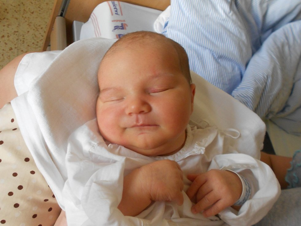 Dagmar Slezáková se narodila 24. listopadu v 0.23 hodin Lucii Zahálkové a Vojtěchu Slezákovi z Týniště nad Orlicí. Vážila 4 080 g a měřila 52 cm.Tatínek byl mamince u porodu velkou oporou.