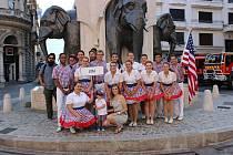Soubor Bailey Mountain Cloggers ze Spojených států amerických byl založen v roce 1974 studenty na Mars Hill College v horách Severní Karolíny.