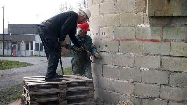Příprava na odstřel komínu