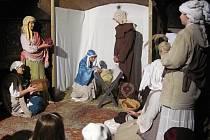 Potštejnský zámek v předvánočním čase nabídl divadelní představení Betlémský příběh odehrávající se v zámeckých komnatách.