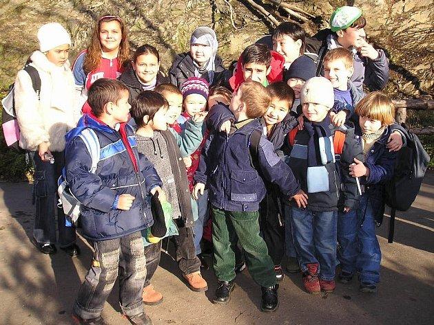Děti z kosteleckého Pobytového střediska žadatelů o azyl na výletě v Praze.