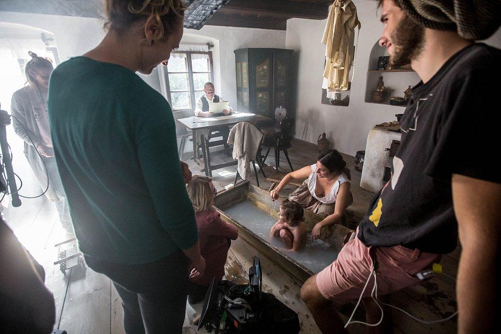 Natáčení filmu Francek - hraného dokumentu o životě malíře Františka Kupky.