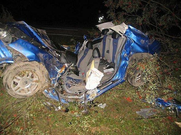 Smrtelná dopravní nehoda za železničním přejezdem u Rokytnice v Orlických horách.